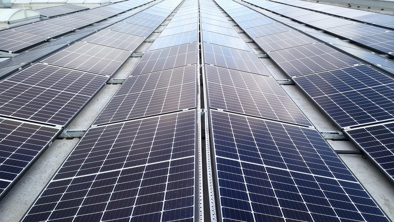 Photovoltaik-Anlage auf Unternehmensdach